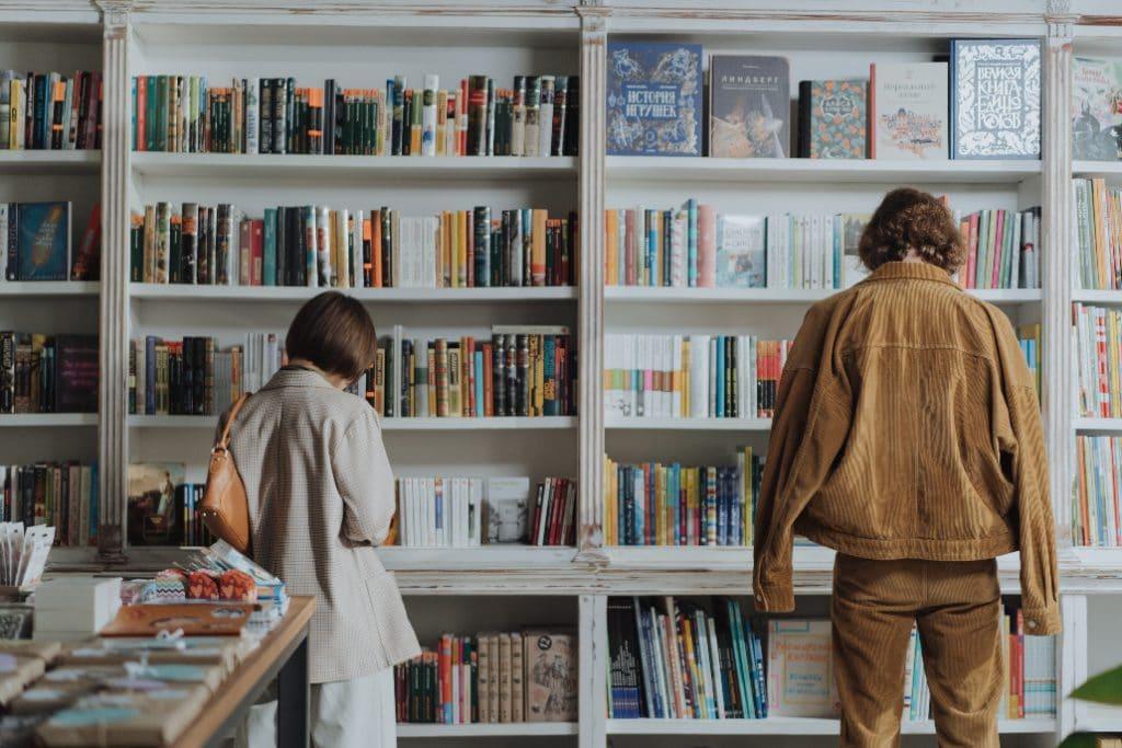 Diese besonderen Bücherläden mit Café laden zum Stöbern und Verweilen ein